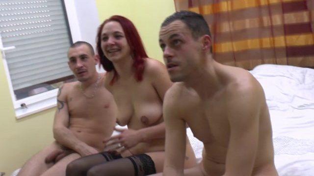 Un dépucelage anal improvisé vraiment bandant