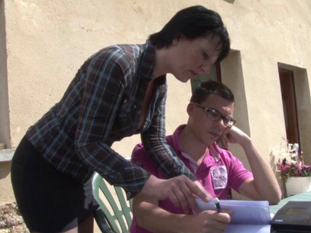 Une prof baise avec son élève à son domicile