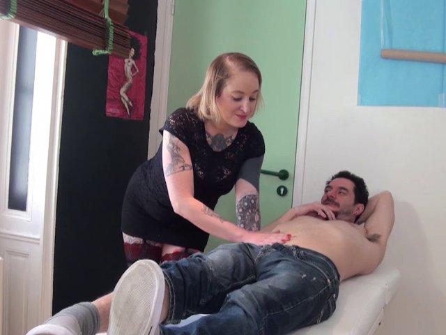 Femme cochonne se fait sodomiser par ses clients