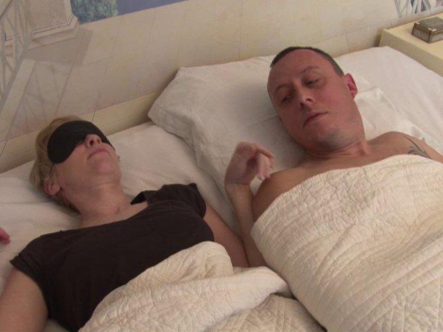 Vieux couples nus pratiquent sodomie hard