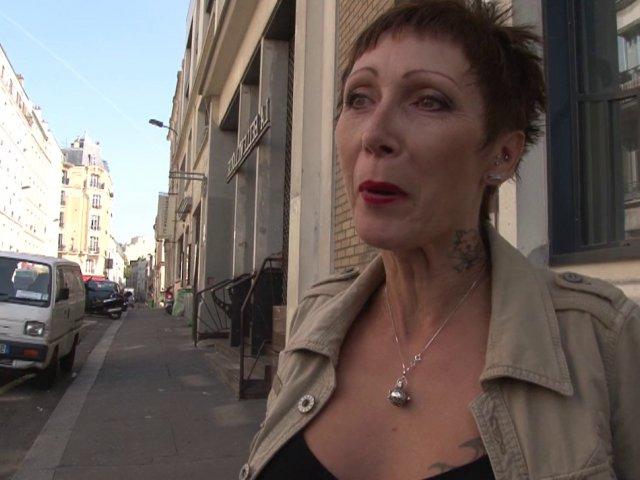 Bijoutier parisien défonce l'anus d'une mature