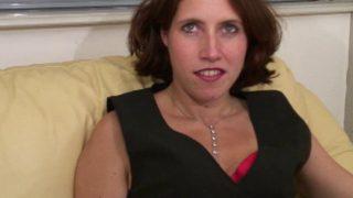 Casting sexe d'une jeune amatrice qui se fait casser le cul dans ce X français
